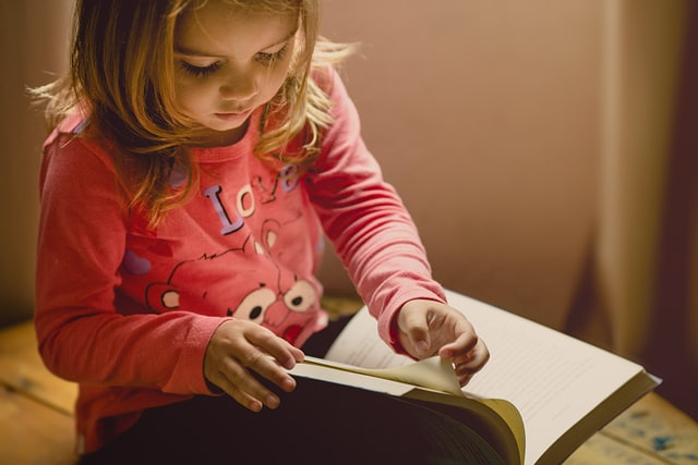 nit combing kid reading
